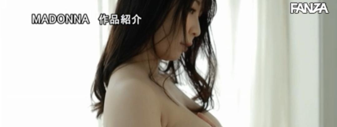 JUL-238:华丽的曲线,百万美元级美oppai结城希美(结城のぞみ)